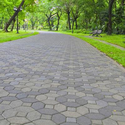 Gạch lát vỉa hè cho không gian sân vườn thêm độc đáo