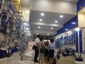 Khách hàng tham quan Hải Linh