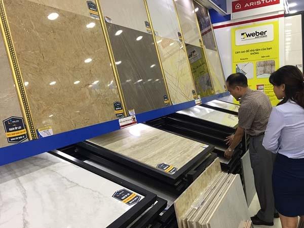 Các mẫu gạch lát nền vân gỗ 60x60 luôn thu hút sự quan tâm của đông đảo khách hàng